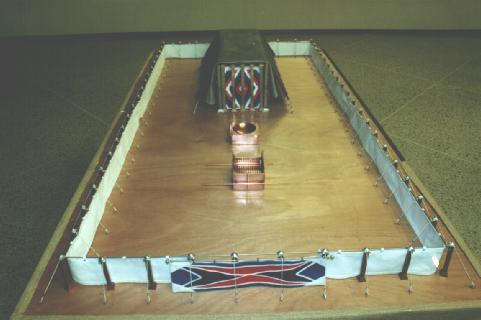vue de face du tabernacle avec la cuve et l'autel d'airin alignés (c) digital union